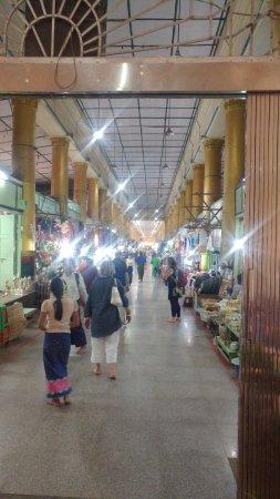 Mahamuni Pagoda: long corridor of shopping at the Pagoda entry