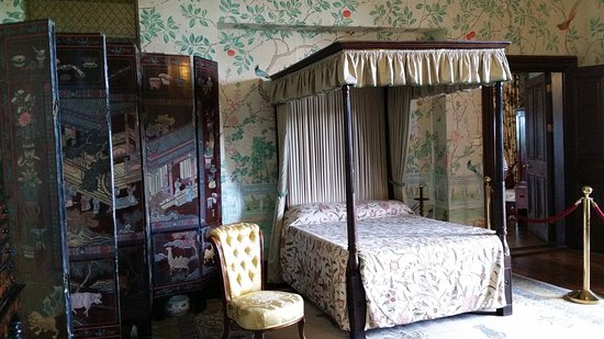 Kilkenny, Irlandia: One of the bedrooms in the castle.