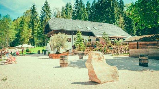 Grossgmain, Austria: Aussenansicht vom Parkplatz