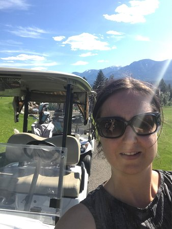Fairmont Hot Springs, Canadá: Fun little course, great for kids and beginners. Beautiful views, nice greens