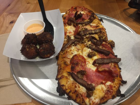 Silver Spring, MD: Gusto pizza with side of falafal!