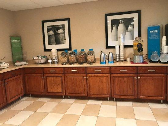 Hampton Inn & Suites, Springfield : Breakfast buffet
