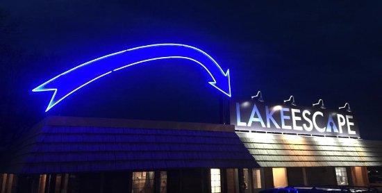Lake Ozark, MO: Cant miss us at night!