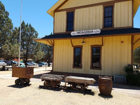 Patagonia, AZ: Old train depot in park across the street