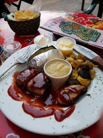 Patagonia, AZ: Pork tenderloin! Yummy