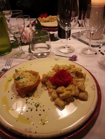 Poppi, Italy: One of our main courses, upside down vegetable pie with gnocchi