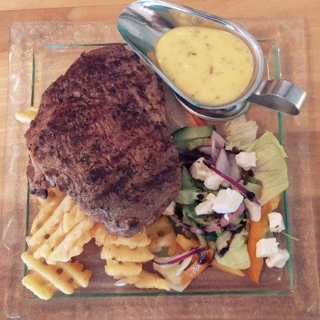 Laugarvatn, Islande : Underwhelming rib eye steak. Needs improvement.