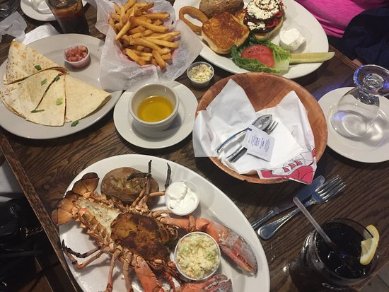 Long Beach, NY: The Whales Tails Seafood Bar & Grill
