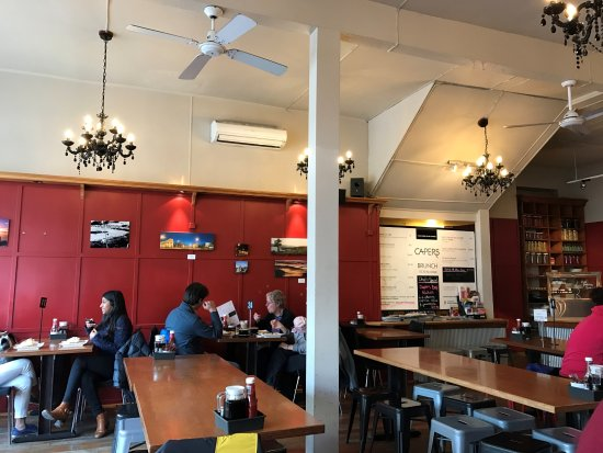 Capers Cafe: Simple and elegant decoration inside Capers