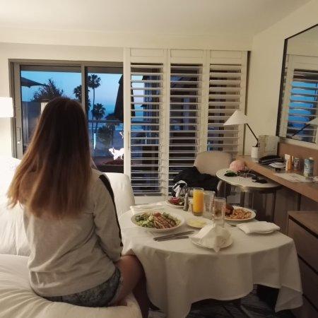Loews Santa Monica Beach Hotel: рум сервис