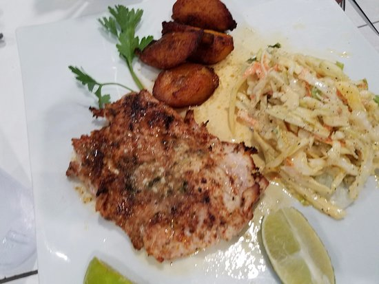 Zorba's Greek Restaurant: fish with cole slaw and plantains