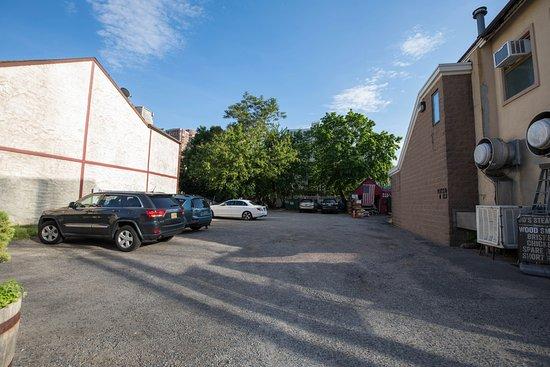 Fort Lee, NJ: Parking Lot