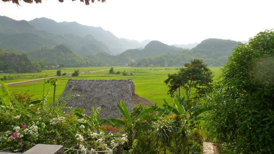 Mai Chau, Vietnam: Balcony view room 308