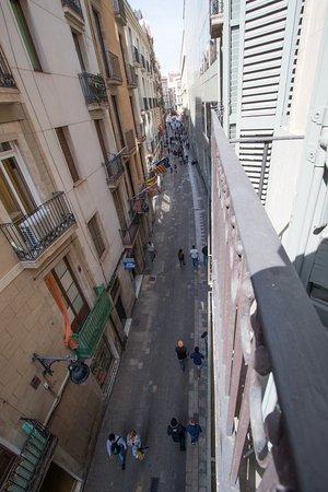 Hotel Espana : View from second-floor room to Carrer de Sant Pau towards La Rambla