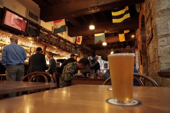 The Lord Nelson Brewery Hotel: パブ店内
