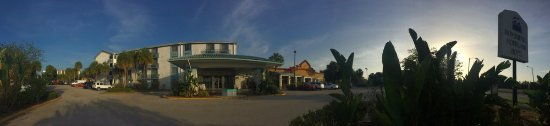 Monumental MovieLand: Panoramic view from outside towards the hotel