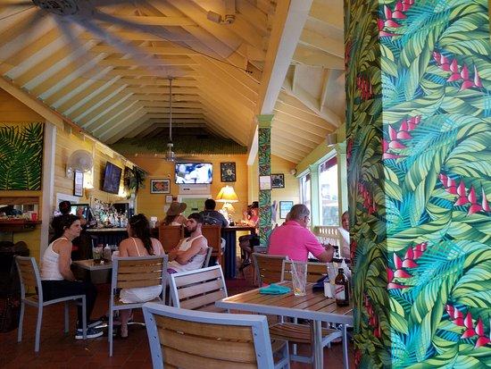 Sunshine Grill: Cool interior
