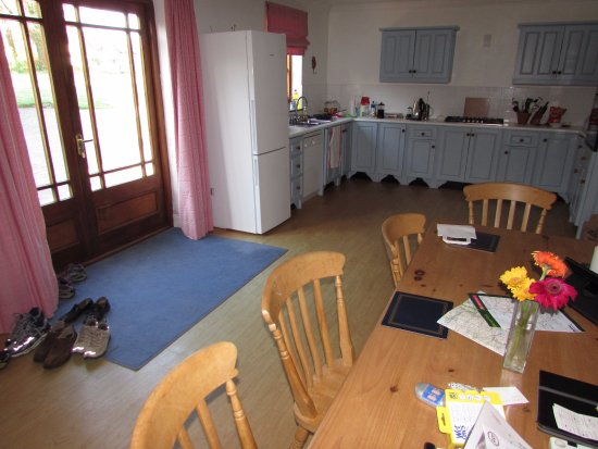Beaufort, Ierland: Large kitchen and dining area