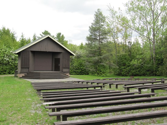 Georgina, Canada: Stage and seating for shows