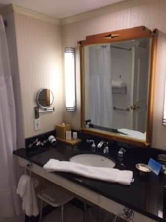 The Orchard Hotel: Room 412