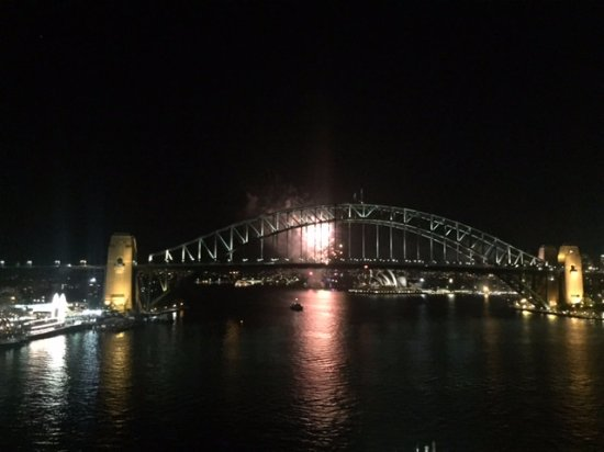 McMahons Point, Австралия: Fireworks behind the Opera house (don't know why, just lucky)