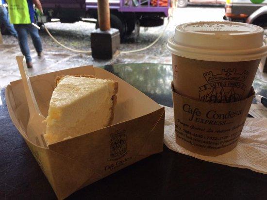 Cafe Condesa: 噂のチーズケーキとコーヒーで朝ごはん