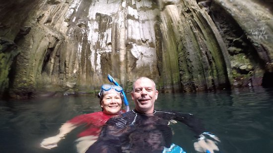 Yasawa Islands, Fiyi: We even found a moment alone in here!
