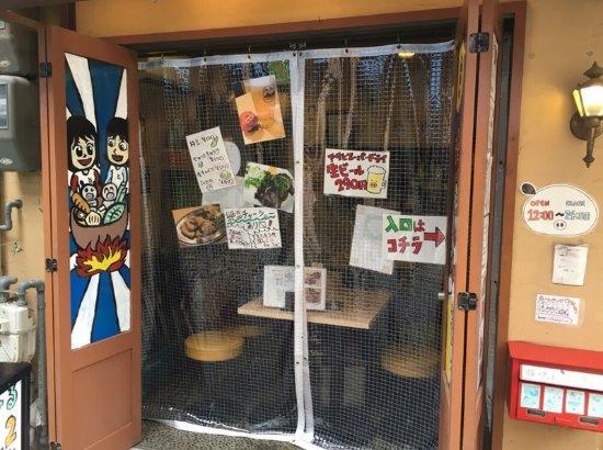 Tonsaiya Fukushima: 昼12時より営業。店正面