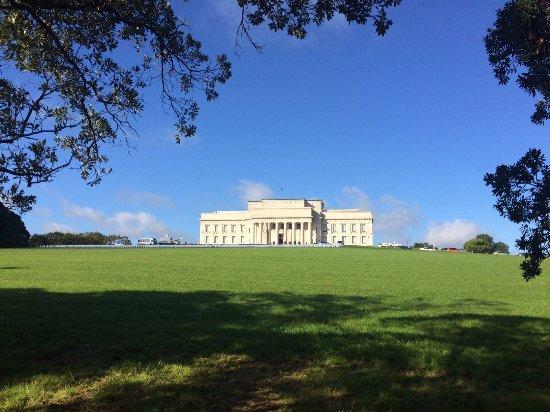 Auckland Domain: Vista para o museu de Auckland de dentro do Domain Park