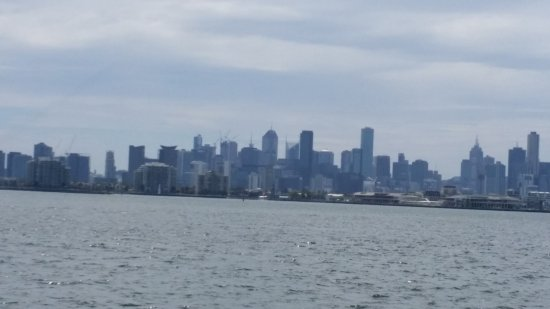 Portarlington, Australien: The City of Melbourne skyline. I think I see Station Pier there.