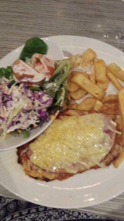 Bongaree, Australia: Chicken Parmigiana