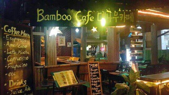 Don Det, Laos: 한국인이 운영하는 밤보까페 분위기좋고  사장님 인상도 포근하고 친절해서 좋아요 브런치메뉴랑 시원한 맥주를 비롯한 음료 그리고 편히쉴수있는 대나무 의자가 여행의 지친피로를