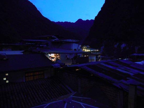Hotel La Cabana Machu Picchu : Nighttime view of Aguas Calientes