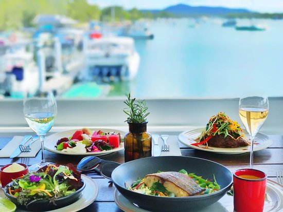 Noosa Boathouse & Sunset Bar: Stunning water & sunset views from every angle