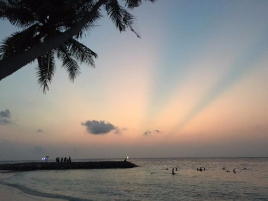 Maafushi Island: Maafushi beach at sunset