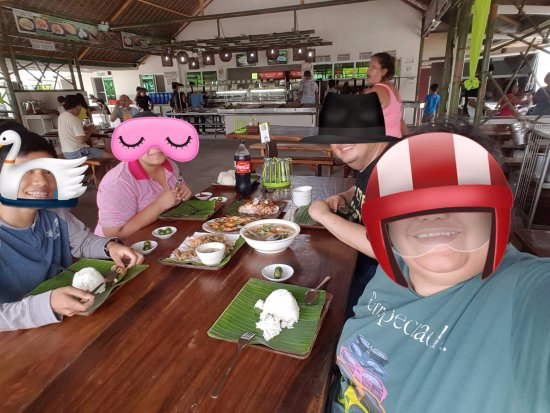 Caloocan, Philippines: groufie with everything we ordered