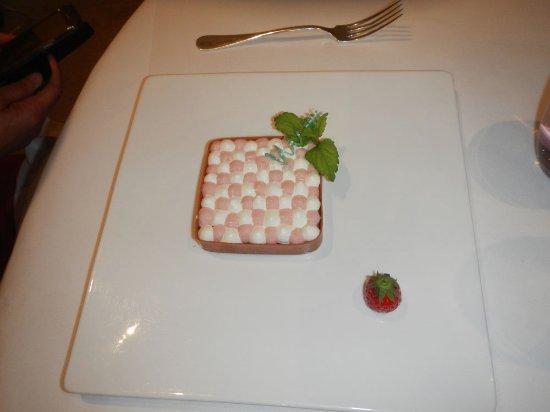 strawberry dessert photo de la ville blanche lannion tripadvisor. Black Bedroom Furniture Sets. Home Design Ideas