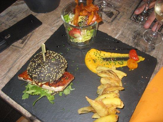 Meze, France : Original et très bon le burger d'espadon