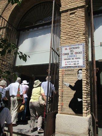 Iglesia de Santo Tome : 観光客で混雑している入口