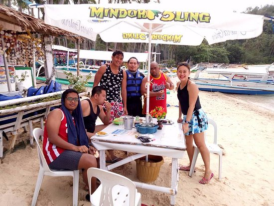 White Beach Resort: ISLAND HOPPING / ISLAND EATING WITH THE GANG