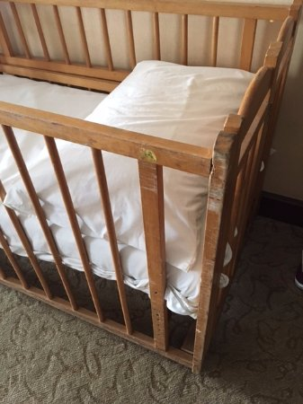 GBW Hotel: Battered cot
