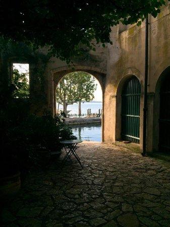 Locanda San Vigilio: The view when you arrive and the proprietys private harbour