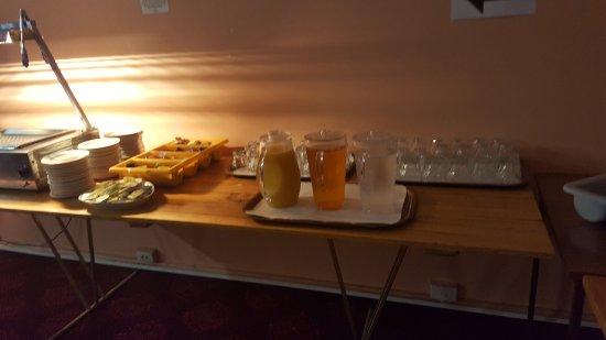 Albury, Australië: Basic continental breakfast