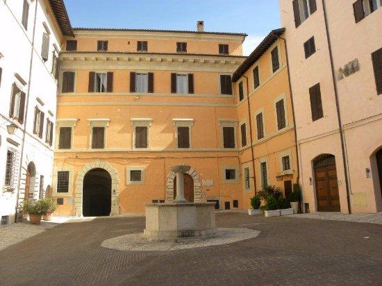 Piazza Fontana : Piazza della fontanetta