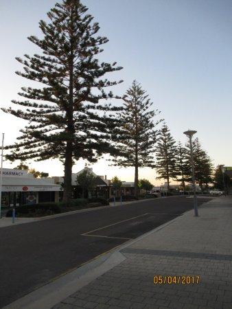 Ceduna, Australia: A view of the main tree-lined street