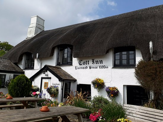 Dartington, UK: Well worth the visit just to see a well maintained and interesting pub suitable for any occasion