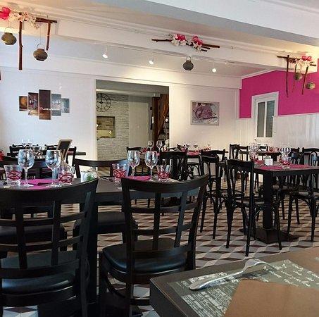 Melay, France : Salle de restaurant