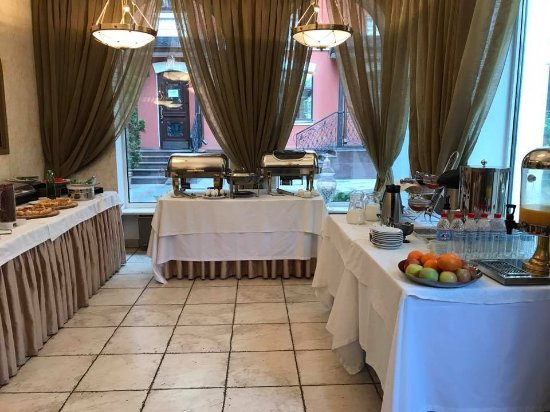Гостиница ''Подол Плаза'': Breakfast Buffet located right off the Courtyard