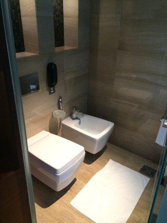 Badezimmer tolle aufteilung und tolle dusche foto de for Aufteilung badezimmer