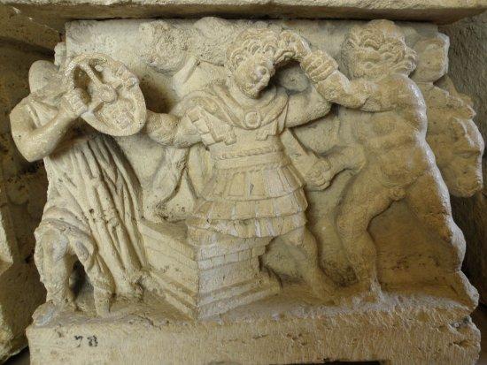 Ipogeo dei Volumni e Necropoli del Palazzone: PARTICOLARI